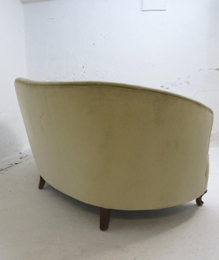 1940s Italian Modern Curved Vintage Design Sofa in Beige Velvet-Velour, 3-Seater For Sale 3