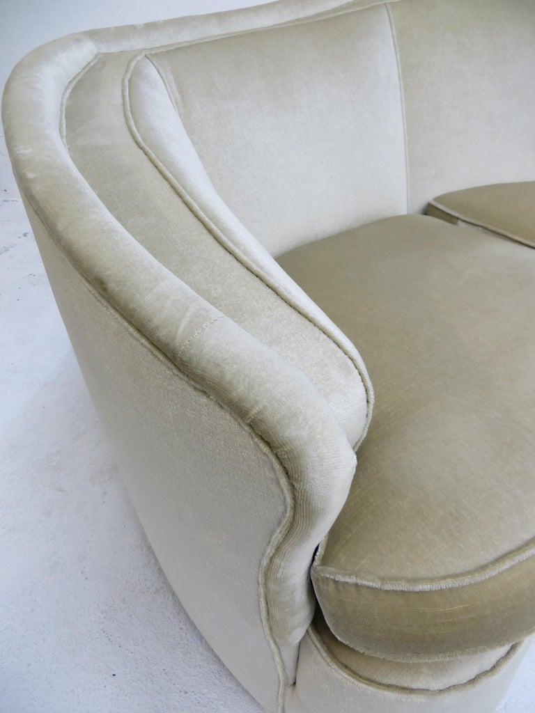 1940s Italian Modern Curved Vintage Design Sofa in Beige Velvet-Velour, 3-Seater For Sale 4