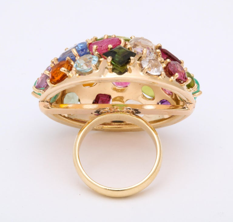 1940s Jumbo Multicolored Stones Satellite Bombe Gold Cocktail Ring For Sale 2