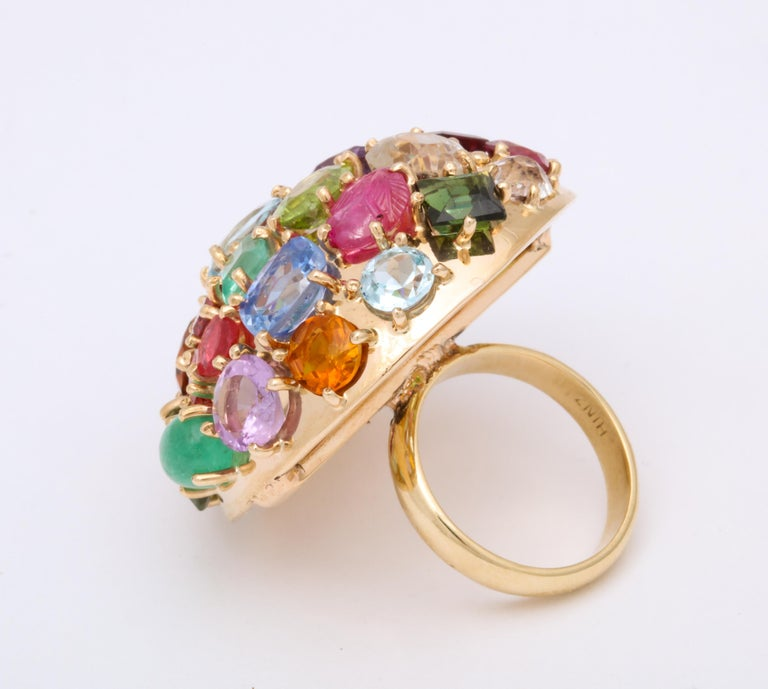 1940s Jumbo Multicolored Stones Satellite Bombe Gold Cocktail Ring For Sale 3