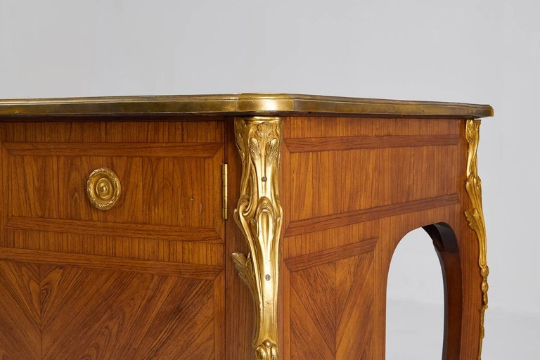 Excellent quality, 1940s kingwood bureau plat with rare fitted cabinet back and stunning ormolu mounts.