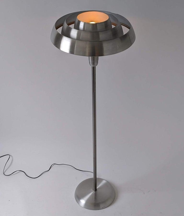 1940s Kurt Versen 'Saturn' Style Art Deco Aluminum Floor Lamp, USA In Good Condition For Sale In St- Leonard, Quebec