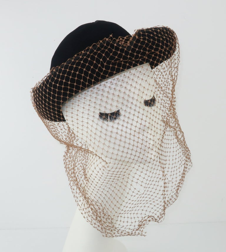 1940's Miriam Lewis Black Hat With Camel Netting In Good Condition For Sale In Atlanta, GA