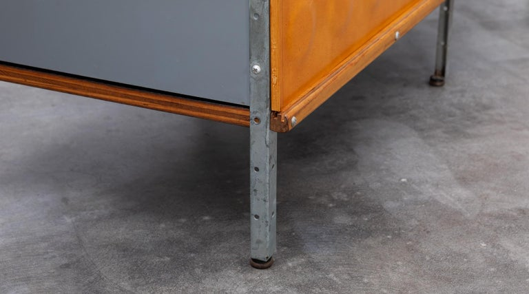 1940s multicolored ESU Shelf by Charles & Ray Eames 'c' For Sale 4