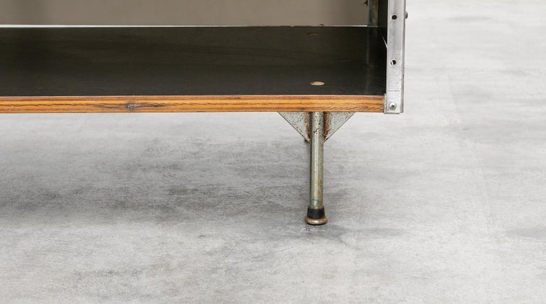 1940s Multicolored Plywood, Fiberglass, Metal ESU Shelf Charles & Ray Eames For Sale 9