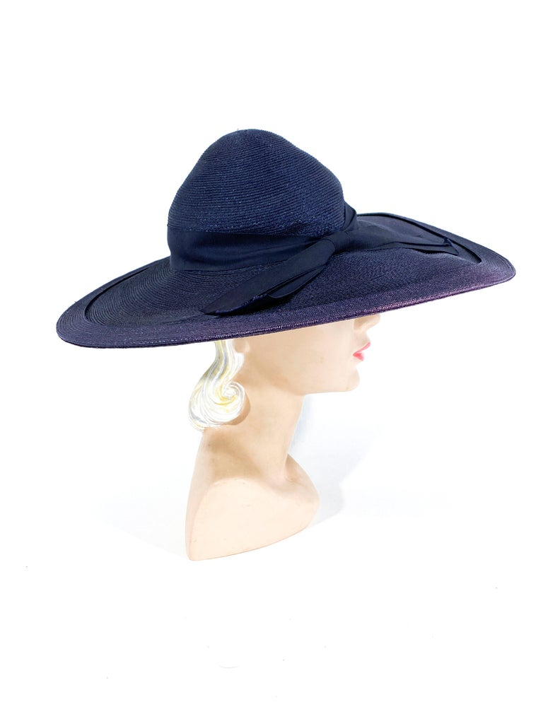 1940s Navy Woven Straw Wide-Brimmed Hat In Good Condition For Sale In San Francisco, CA