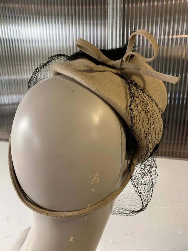 1940s New York Creations Ecru Wool Tilt Top Hat W/ Feathers Sequins & Veil For Sale 1