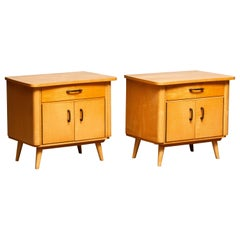 1940s Pair of Scandinavian Nightstands or Bedside Tables in Elm