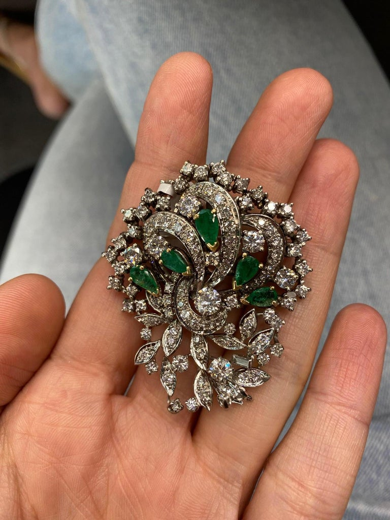 Women's or Men's 1940s Platinum, Diamond and Green Emerald Brooch For Sale