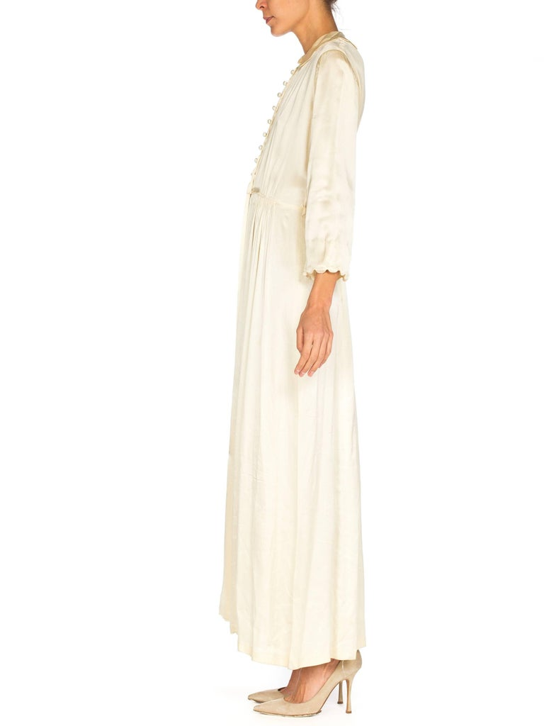 White Rich Crepe back Satin Boudoir Robe Dressing Gown Peignoir, 1940s For Sale