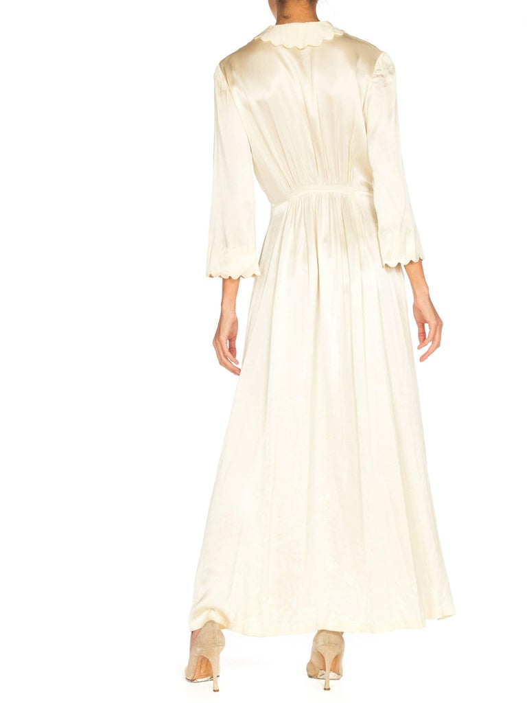 Rich Crepe back Satin Boudoir Robe Dressing Gown Peignoir, 1940s In Excellent Condition For Sale In New York, NY