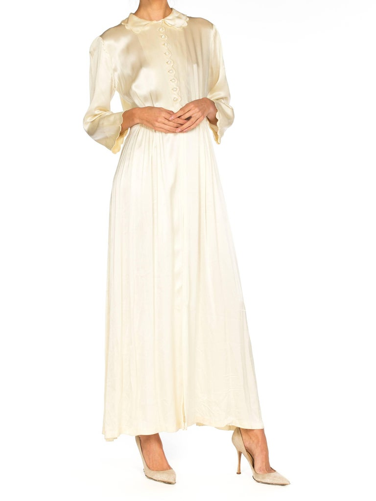 Women's Rich Crepe back Satin Boudoir Robe Dressing Gown Peignoir, 1940s For Sale