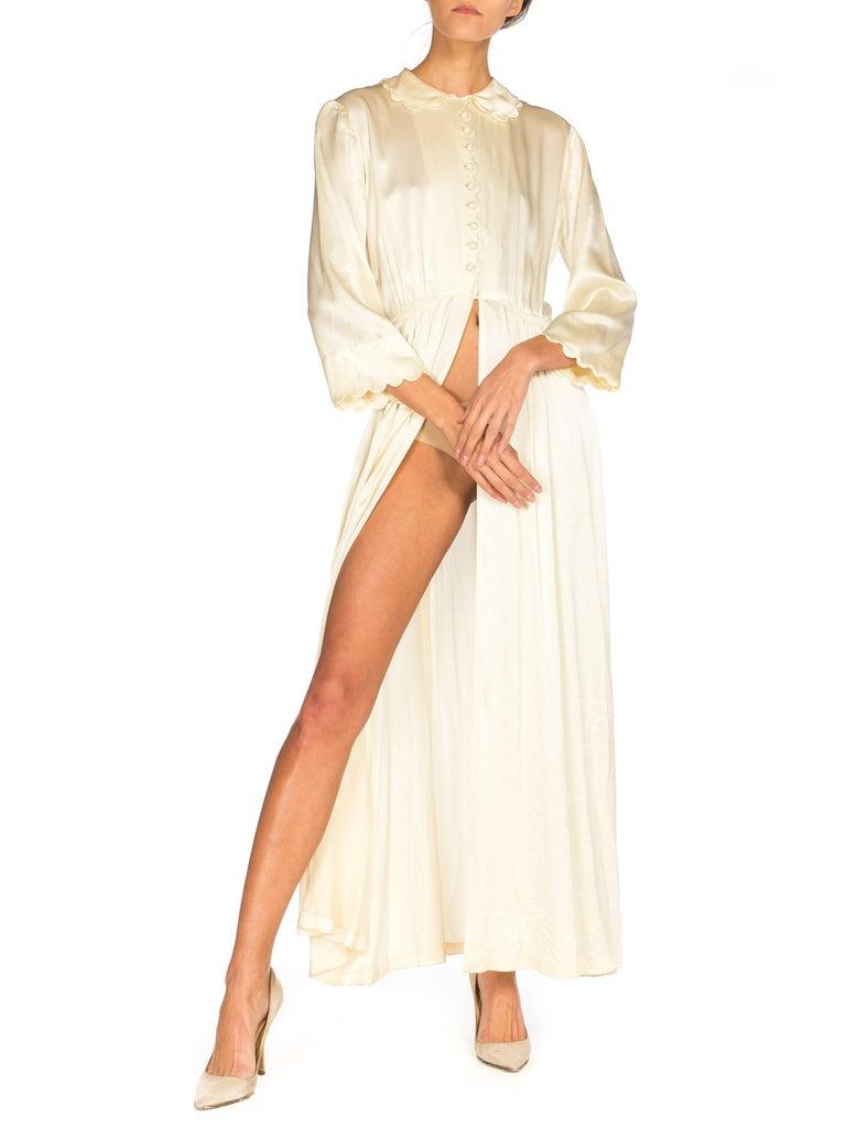 Rich Crepe back Satin Boudoir Robe Dressing Gown Peignoir, 1940s For Sale 1