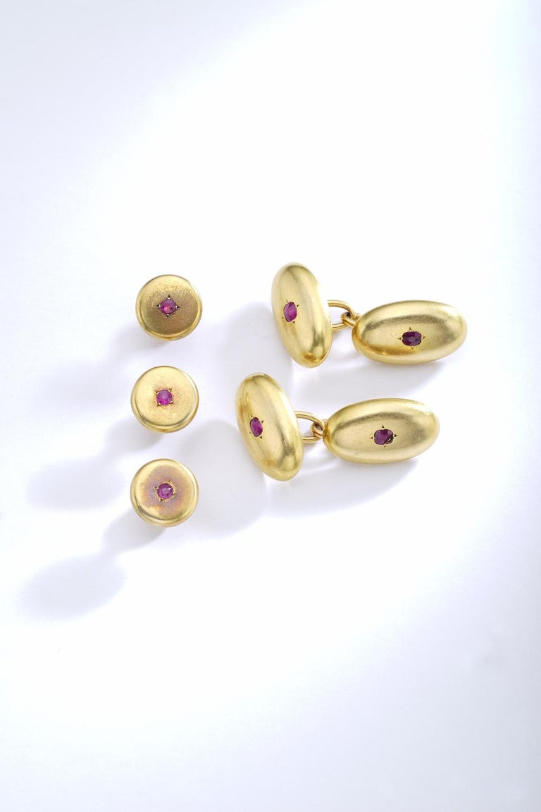 From a Gentleman to a Gentleman. European Noble set of cufflinks and three studs in yellow gold 18k 750. Each one with ruby