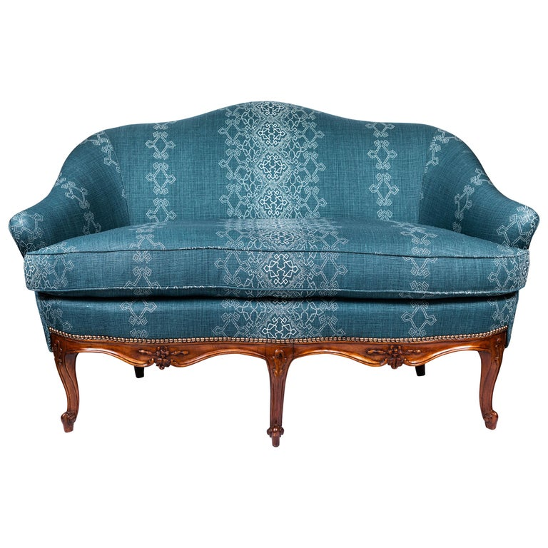 1940s Settee With Three Queen Anne Style Front Legs And Carvings For