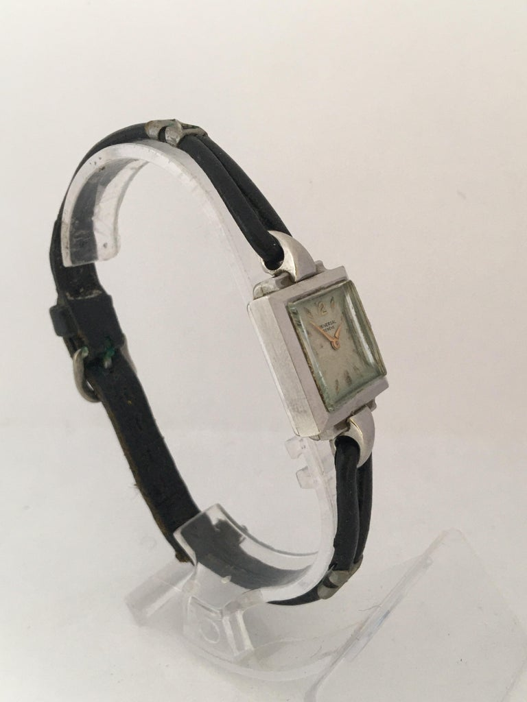 1940s Stainless Steel Mechanical Ladies Universal Geneve Watch For Sale 12