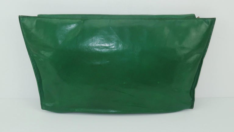 1940's Studded Emerald Green Leather Clutch Handbag In Good Condition For Sale In Atlanta, GA