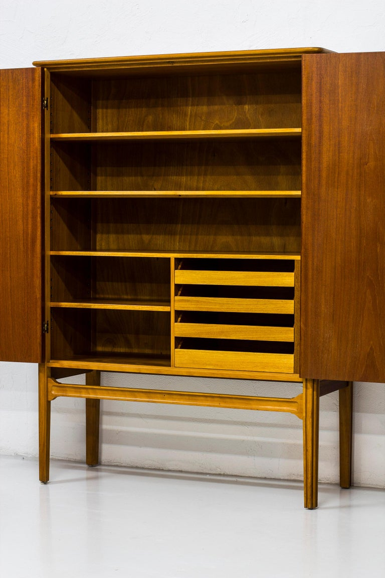 1940s Swedish Modern Cabinet with Marquetry For Sale 4