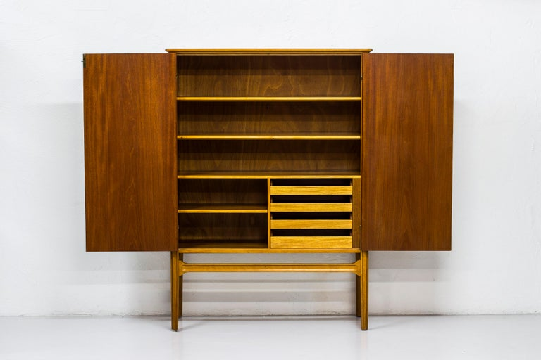 1940s Swedish Modern Cabinet with Marquetry For Sale 5