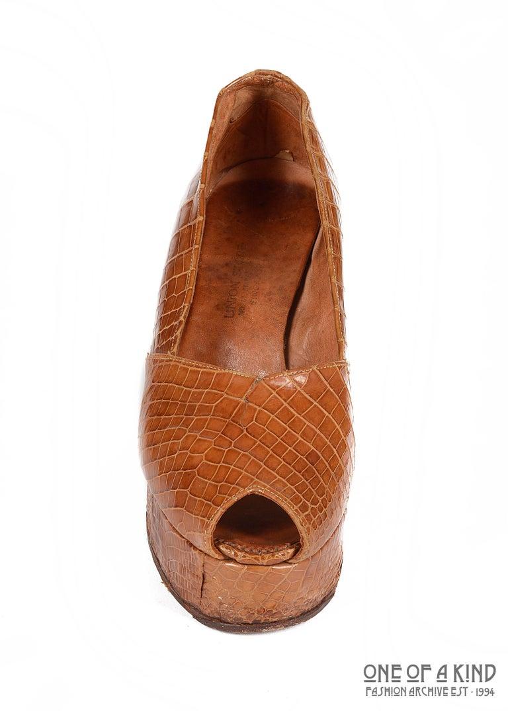 Brown 1940s tan crocodile open toe platform wedge shoes, sz 38 For Sale