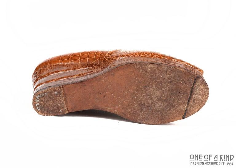 Women's 1940s tan crocodile open toe platform wedge shoes, sz 38 For Sale