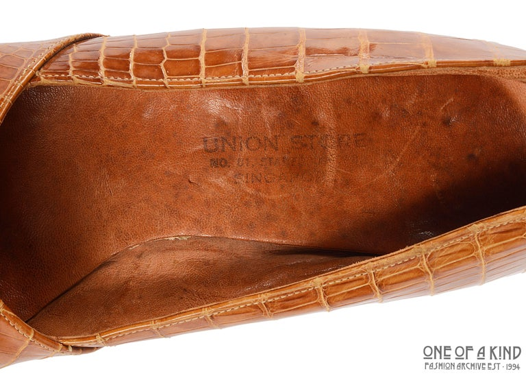 1940s tan crocodile open toe platform wedge shoes, sz 38 For Sale 1