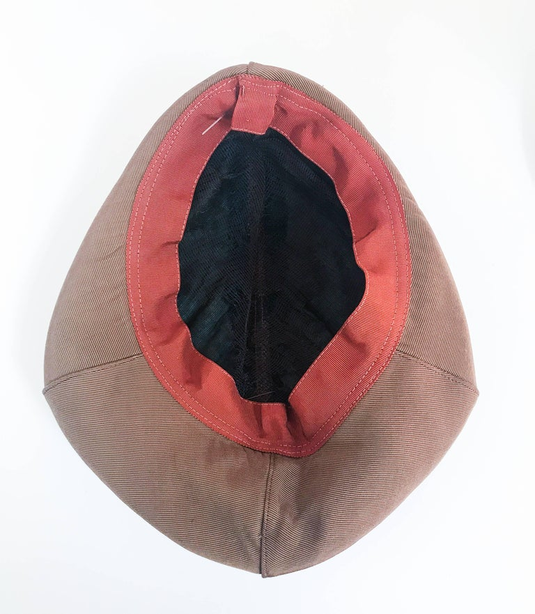 1940s Twill Gold-toned Hat with Rust-toned Gros-grain Ribbon and Bakelite Clip For Sale 3