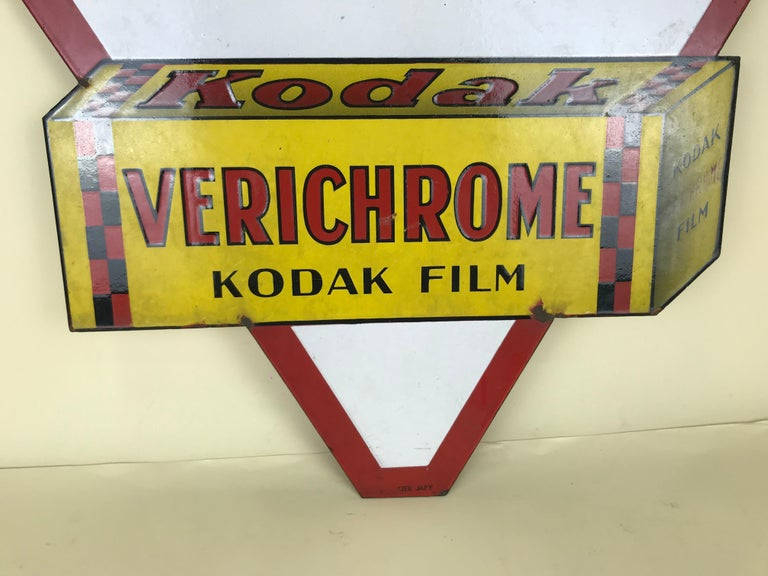 1940s Vintage Double-Sided Triangular French Metal Enamel Kodaks Sign For Sale 4