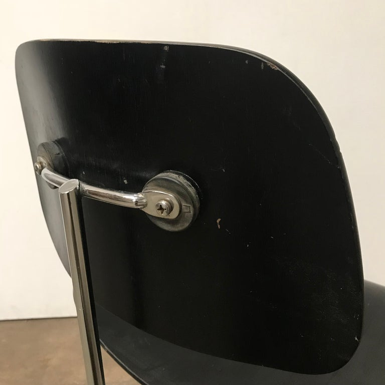 1946, Ray & Charles Eames for Herman Miller, DCM in Painted Black Version For Sale 3
