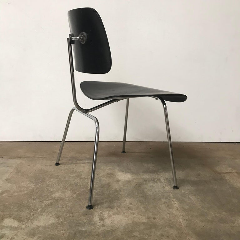 Mid-Century Modern 1946, Ray & Charles Eames for Herman Miller, DCM in Painted Black Version For Sale