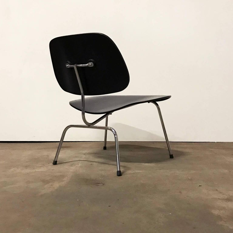 Mid-Century Modern 1946, Ray & Charles Eames for Herman Miller, Black LCM Chair For Sale