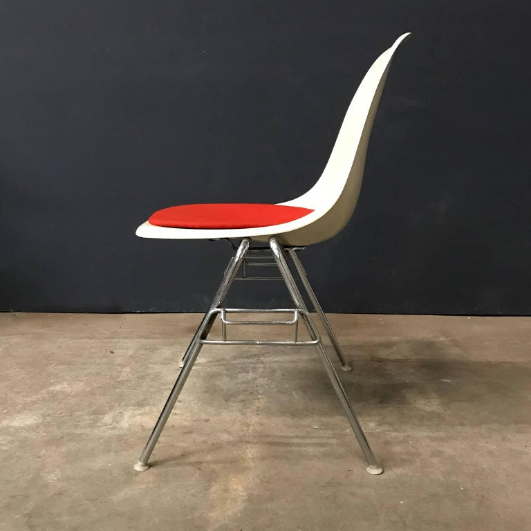 Mid-Century Modern 1948, Ray & Charles Eames for Herman Miller, Fiberglas Stacking Side Chair For Sale