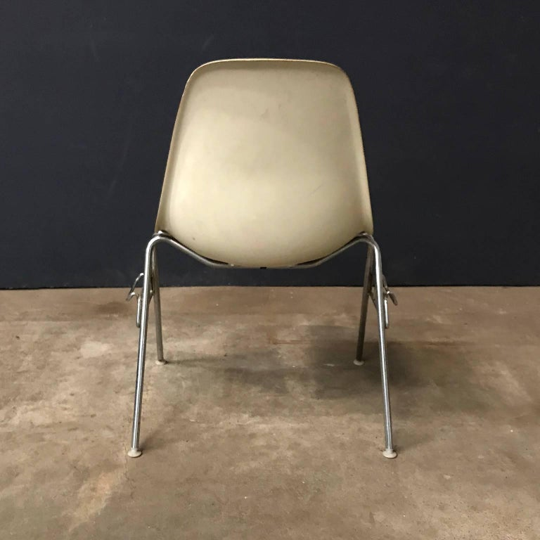 American 1948, Ray & Charles Eames for Herman Miller, Fiberglas Stacking Side Chair For Sale