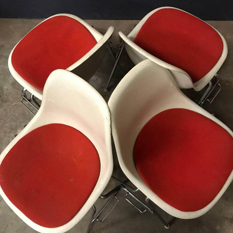 1948, Ray & Charles Eames for Herman Miller, Fiberglas Stacking Side Chair In Good Condition For Sale In IJmuiden, North Holland