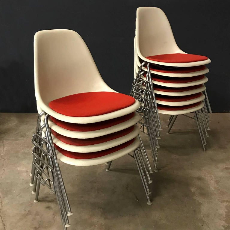 1948, Ray & Charles Eames for Herman Miller, Fiberglas Stacking Side Chair For Sale 1