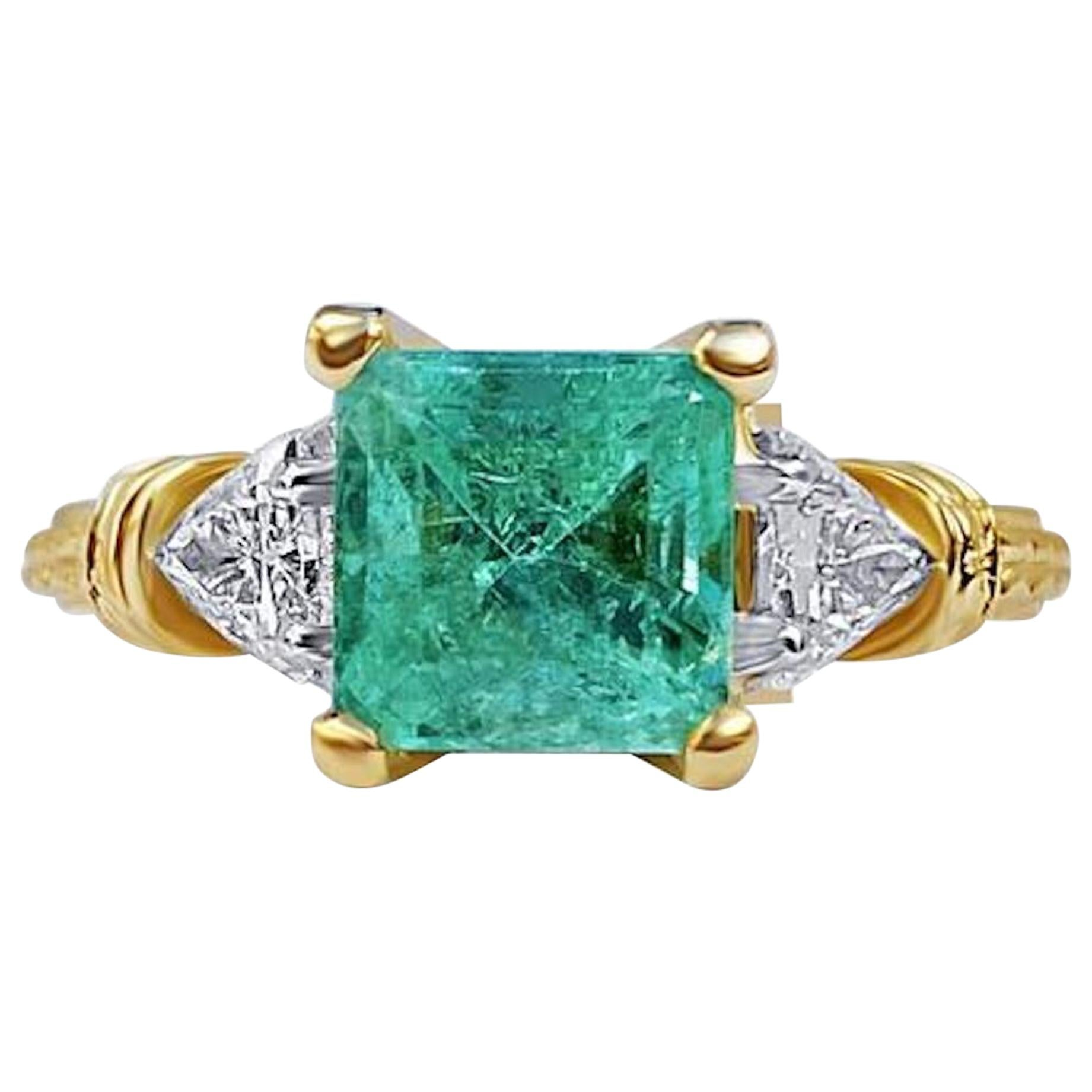 1.95 Carat Colombian Emerald and Diamond 18 Karat Gold Engagement Ring