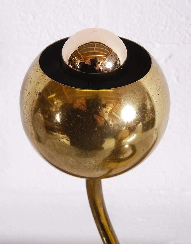 1950 American Mid-Century Modern Stylised Brass Flower Table Lamp Laurel Lamp Co For Sale 3