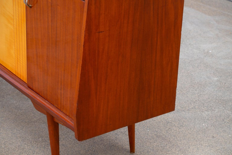 1950 French Credenza in Walnut and Maple For Sale 4