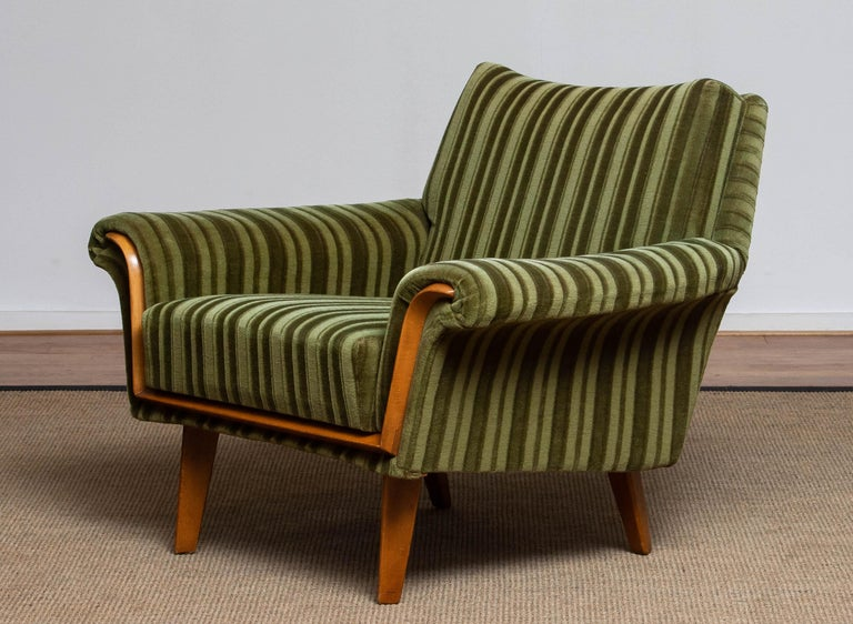Absolutely stunning lounge / easy / club chair from the 1950's made in Italy stil upholstered with the original green velvet / velours fabric. Supports good and sits very comfortable. Overall in very good condition. Please note that we have two