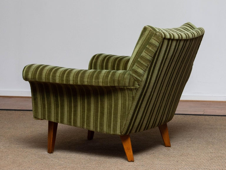 1950s Italian Green Striped Velvet Lounge / Easy / Club Chair with Beech Details In Good Condition In Silvolde, Gelderland
