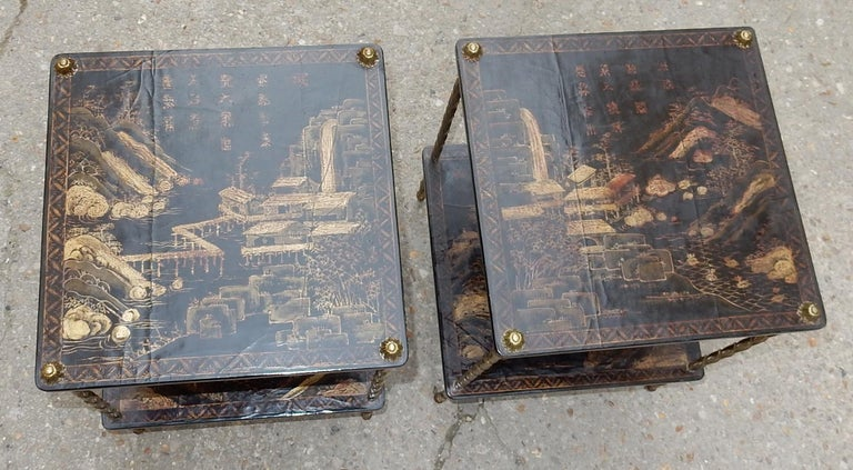 Pair of gilt bronze tables with palm tree decoration with Chinese lacquer wood trays with landscape decoration, pagodas, various Chinese characters on each tray, daisies at the end of the uprights Circa 1950, condition of use Everything is
