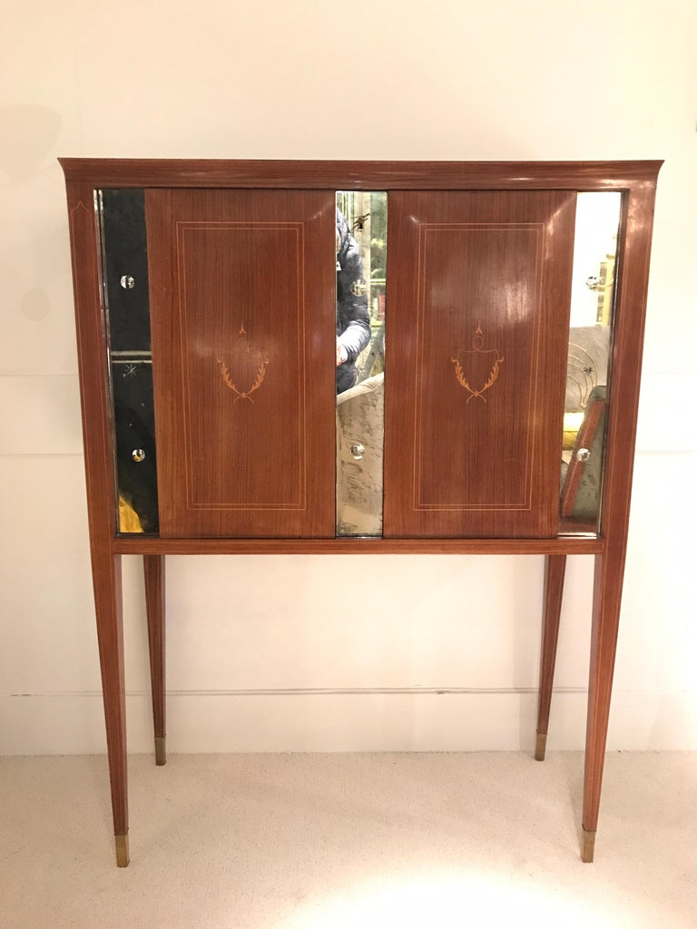 1950 Paolo Buffa cabinet bar in mahogany, mirror details and brass sabot interior mirrored with light system included vintage condition.