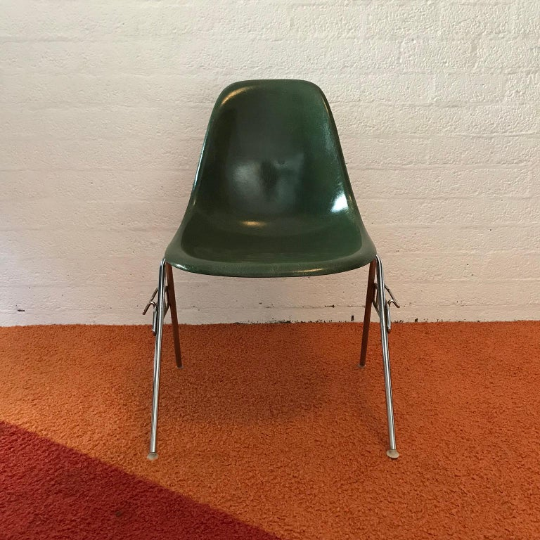 1950, Ray & Charles Eames for Herman Miller Set DSS Fiberglass Stacking Chairs In Good Condition For Sale In Amsterdam, North Holland