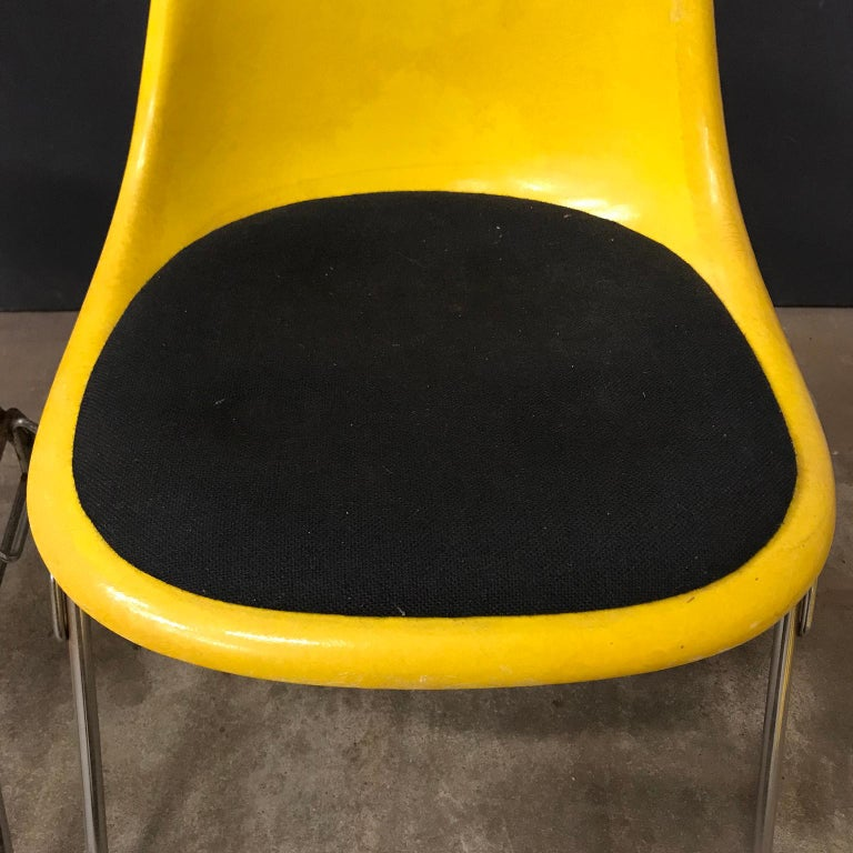 1950 Ray & Charles Eames Herman Miller 2 DSS Fiberglass Stacking Chairs & Pillow For Sale 3