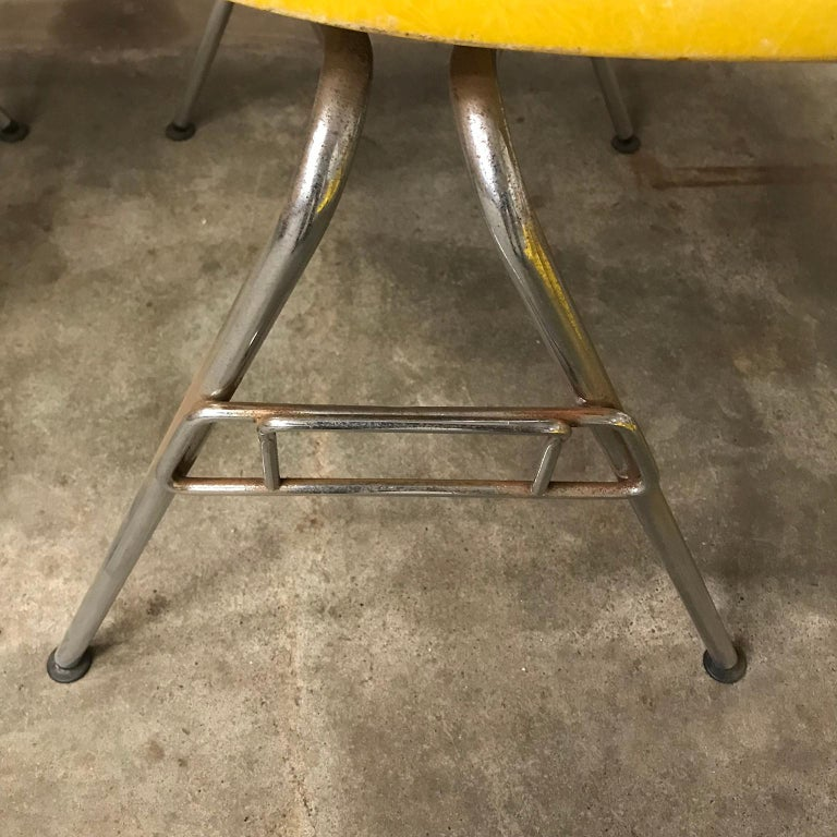1950 Ray & Charles Eames Herman Miller 2 DSS Fiberglass Stacking Chairs & Pillow For Sale 12