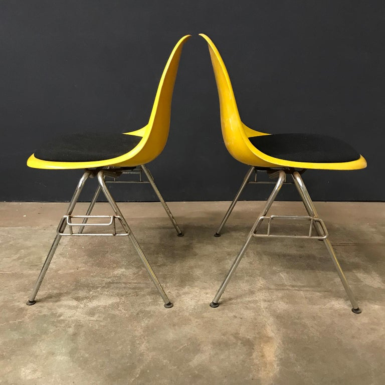 Mid-Century Modern 1950 Ray & Charles Eames Herman Miller 2 DSS Fiberglass Stacking Chairs & Pillow For Sale