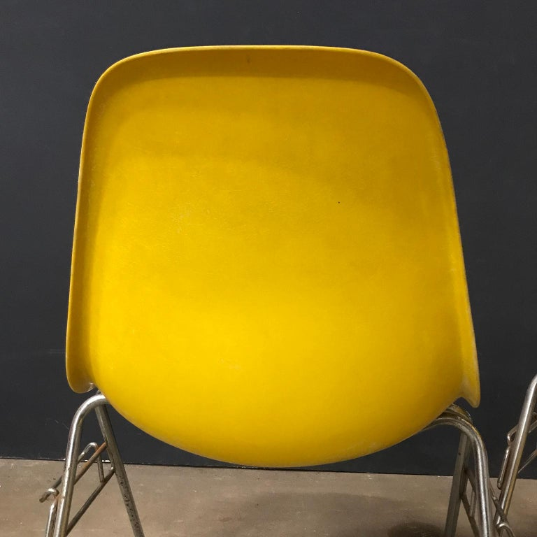 1950 Ray & Charles Eames Herman Miller 2 DSS Fiberglass Stacking Chairs & Pillow For Sale 2