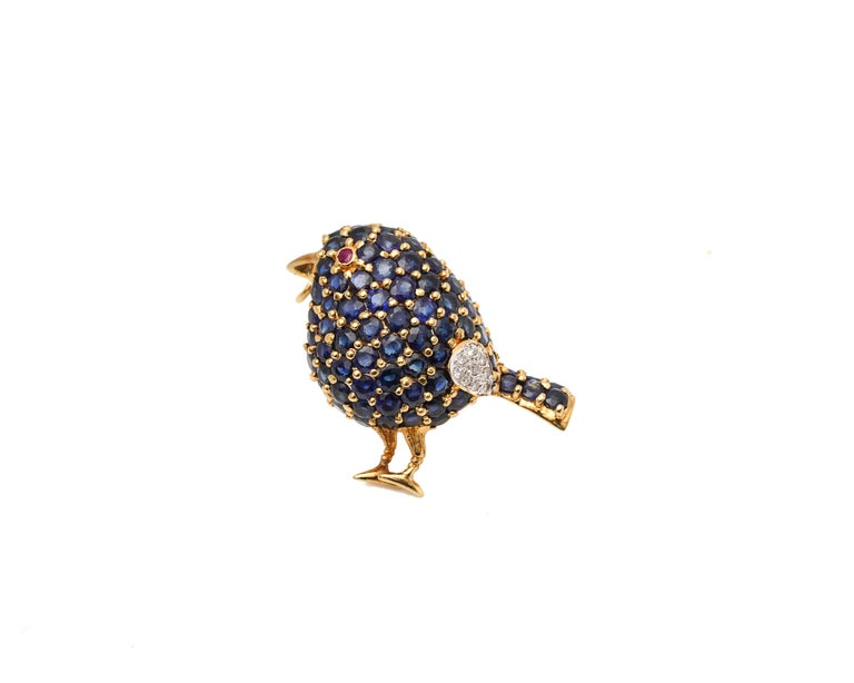 Round Cut 1950s 1 Carat Sapphire Bird with Ruby and Diamond Accents Pin Brooch For Sale