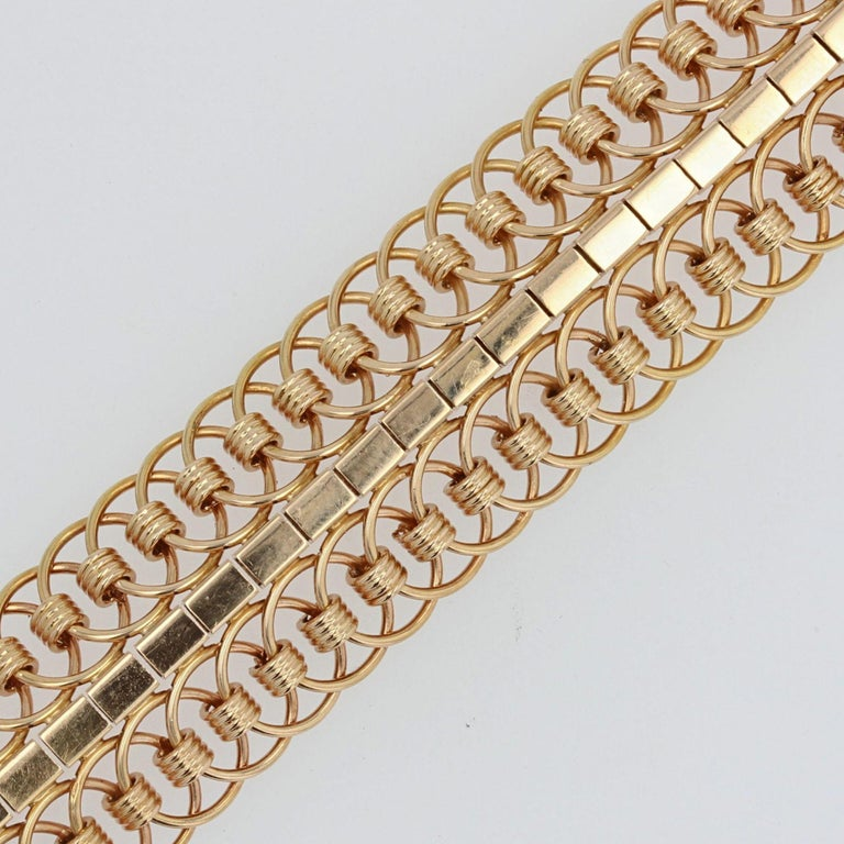1950s 18 Karat Yellow Gold Articulated Mesh Bracelet In Excellent Condition For Sale In Poitiers, FR