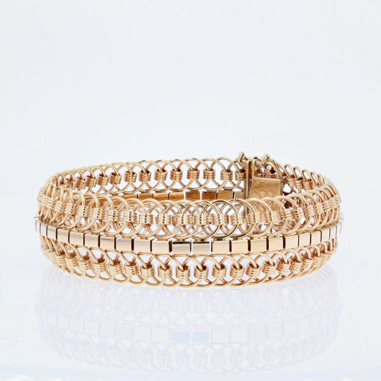 1950s 18 Karat Yellow Gold Articulated Mesh Bracelet For Sale 2